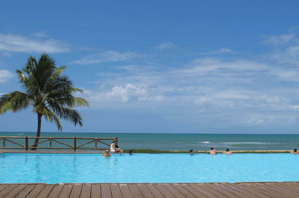 7cc912a6231 A piscina com borda infinita de frente para a praia é o ponto alto da  estada no Tivoli Ecoresort.